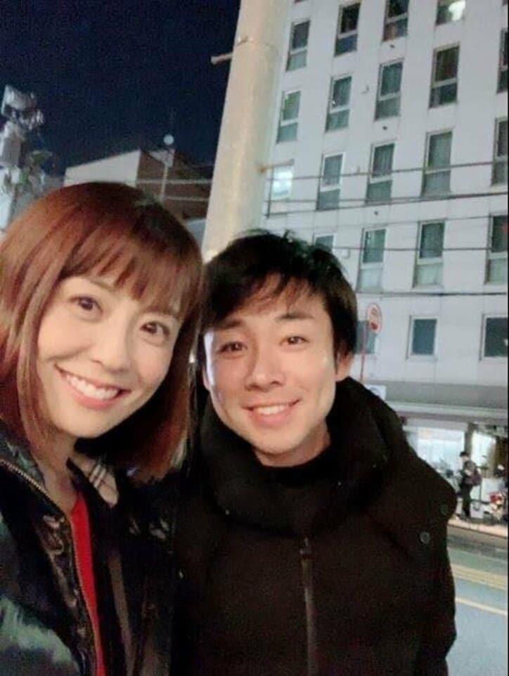 小林麻耶さんの夫・國光吟さん、似ていると自覚した日の2ショットを公開