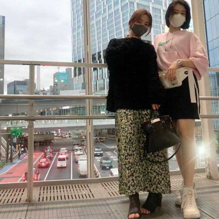 新山千春、15歳娘との2ショットを公開「身長もすっかり抜かれてしまった」