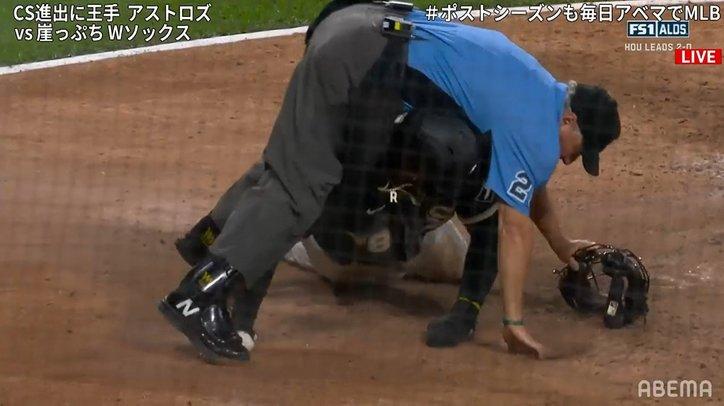 守備妨害?の問題プレーに球審が走者と激突&転倒 ハプニング連発のプレーに川崎宗則氏「やってる!やってる!」とテンションMAX