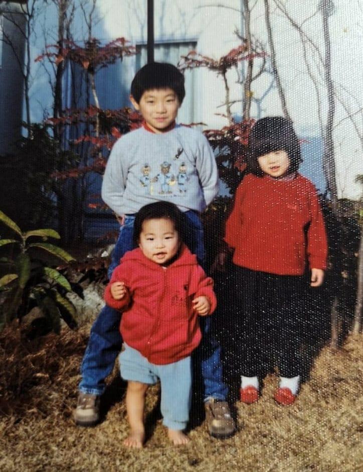 横山だいすけ、妹&弟との幼少期ショットを公開「貴重」「素敵」の声